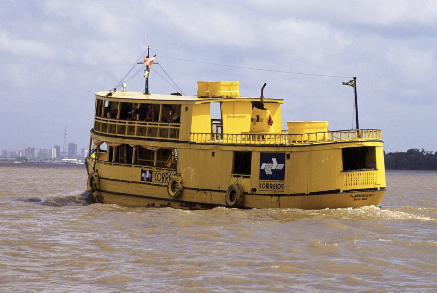 "Gaiola riverboat of the Brazilian postal service ""Correios"" on the Amazon river. (Photo Deposit)"
